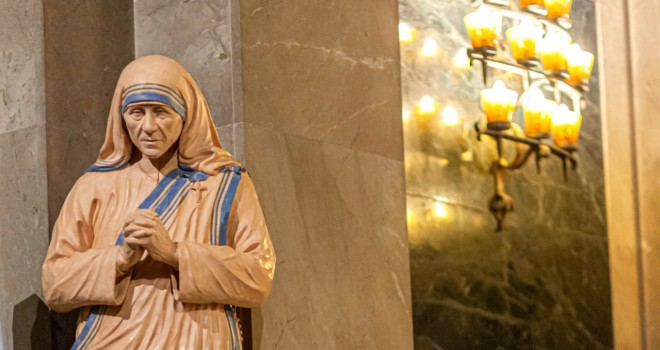 Mother Teresa: The Light Shines in the Darkness
